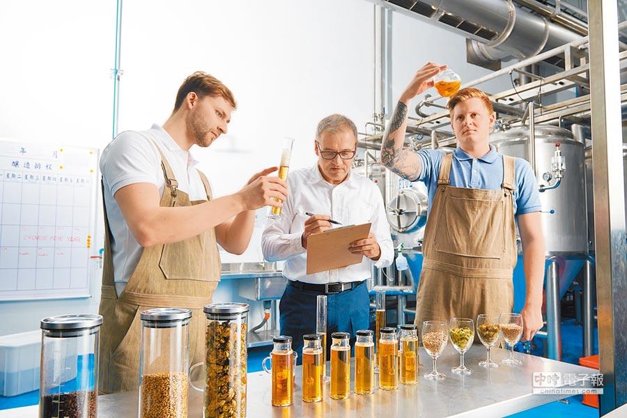 金車集團與多位德國釀酒師攜手共組陣容堅強的釀酒師團隊。