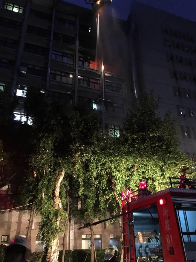 台北醫院大火。(資料照片/譚宇哲翻攝)