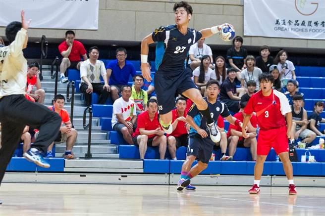 中華男子手球隊今日在亞運分組預賽輕取印度,趙顯章上半場表現相當出色。(中華民國手球協會提供/資料照)