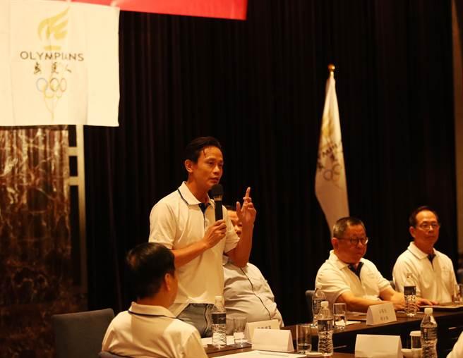 前跆拳道奧運國手黃志雄(左二),呼籲不要因正名犧牲選手參賽權益。(奧運人協會提供)
