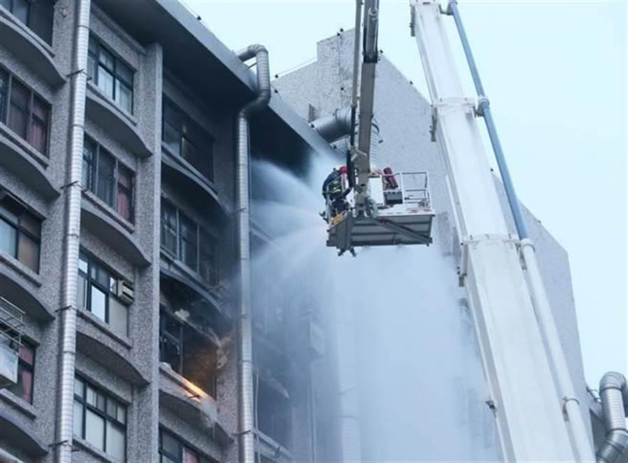 新北市新莊區署立台北醫院7樓護理之家13日病房大火