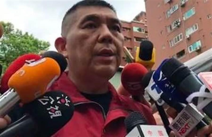 新北市局長黃德清直指,台北醫院通報慢9分鐘與起火後門房沒關上,是造成重大傷亡主因。(圖/翻攝畫面)