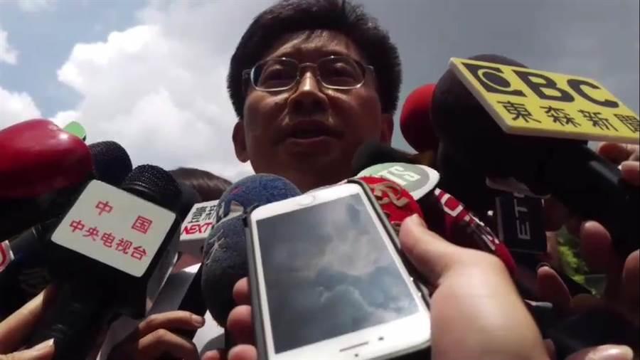 衛服部立台北醫院副院長林三齊出面回應火警狀況。(譚宇哲攝)