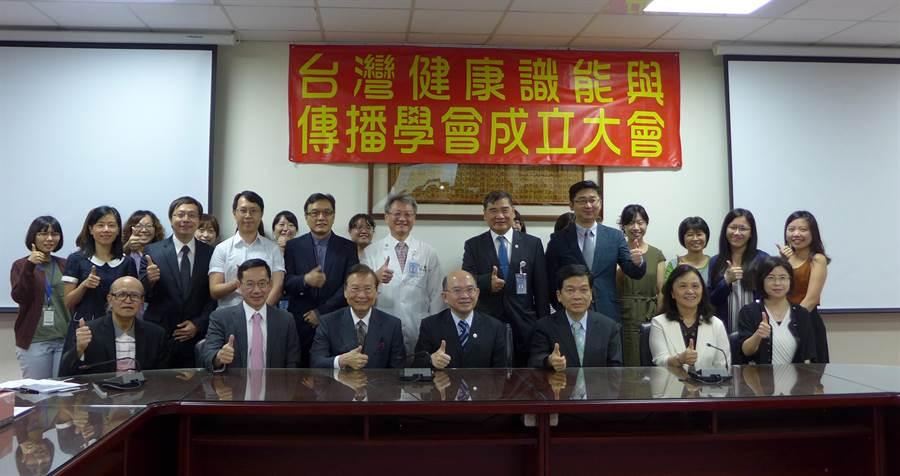 中山醫大與台中市政府將於今年10月舉辦「第六屆亞洲健康識能國際大會」,盼藉此宣導民眾健康識能觀念。(林欣儀攝)