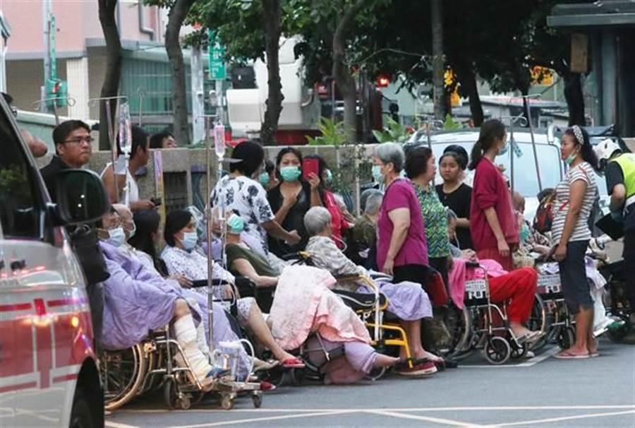 部立台北醫院今天上午大火,醫院方面終於坦承延誤7分鐘通報火警釀成9死慘劇。(本報系照片)