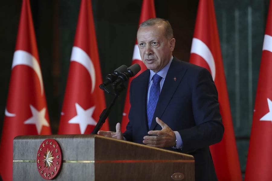 土耳其總統埃爾多安警告美國,土耳其可能被迫尋找新的朋友或盟友,外界猜測這個盟友很可能指中國。(圖/美聯社)
