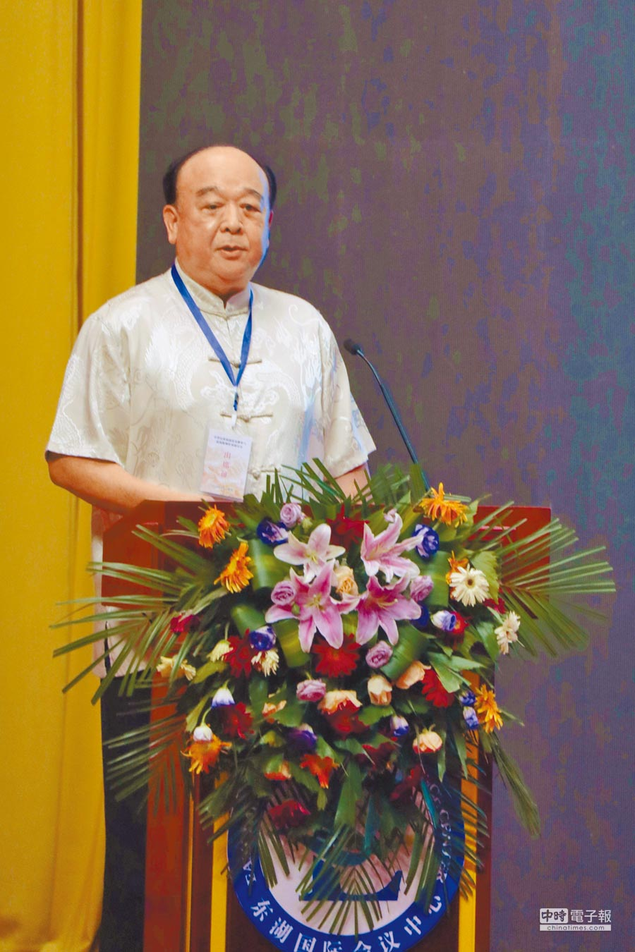 台灣退役中將吳斯懷表示,錯誤歷史教科書影響深遠,民進黨審理課綱打算將中國史與東亞史結合,消滅過往歷史。(記者吳泓勳攝)