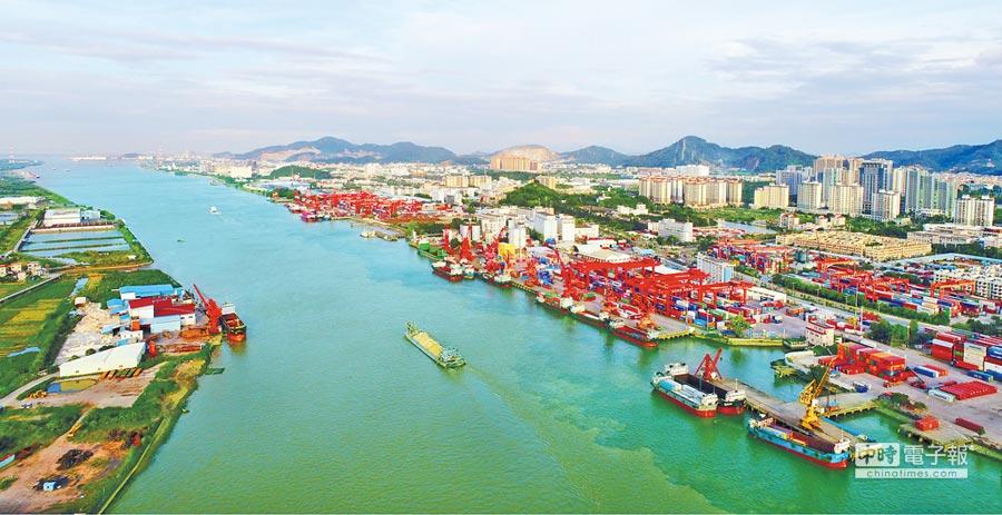 中山港繁忙的貨運,是中山工業成績的一個縮影。(文智誠攝)