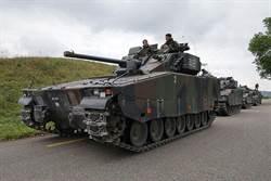 太熱!瑞士57噸戰車改「夜間模式」+清晨才操兵