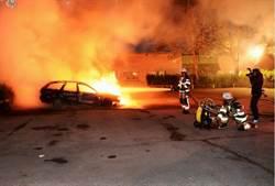 瑞典蒙面暴徒一夜燒80輛車 如軍事恐怖行動