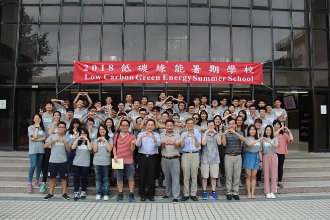 兩岸清華大學與香港城市大學共同舉辦「暑期低碳綠能營」。(新竹清華大學提供)