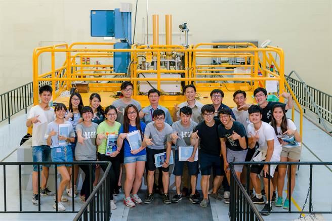 清華兩岸三地低碳綠能營已邁入第7屆,課程安排學子前往新竹清華大學,學習原子爐相關課程。(新竹清華大學提供)