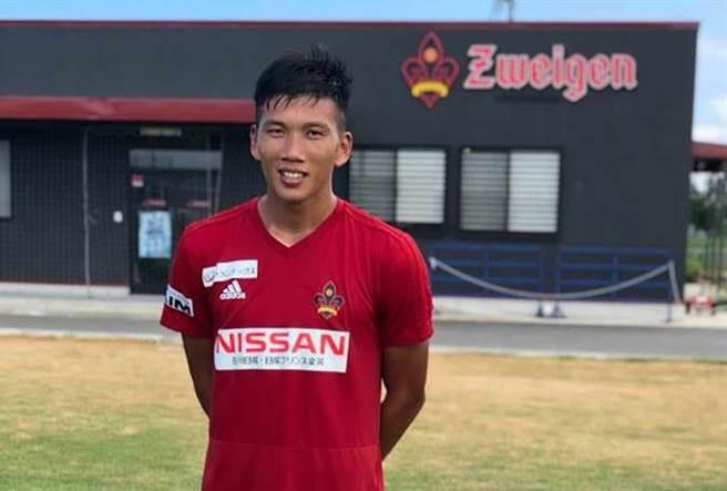 前國腳吳俊青擔任台南東門城足球俱樂部教練,帶隊至日本金澤市交流,也趁機參與金澤薩維根成人隊的訓練,感受J2球隊的訓練。(ATHLETA台灣提供)