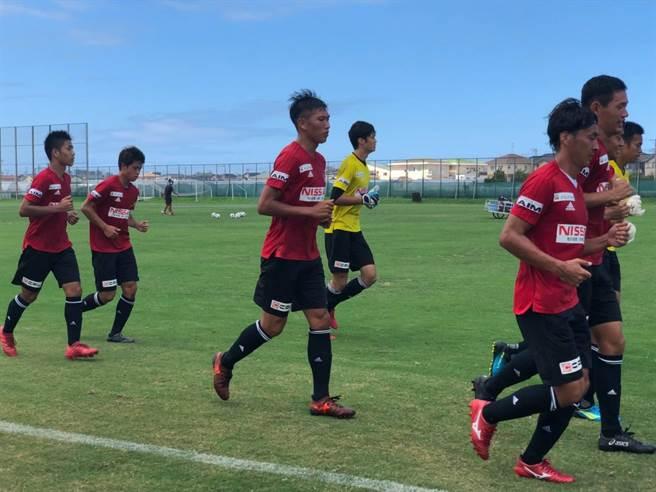 前國腳吳俊青參與金澤薩維根成人隊的訓練,感受J2球隊的訓練。(ATHLETA台灣提供)