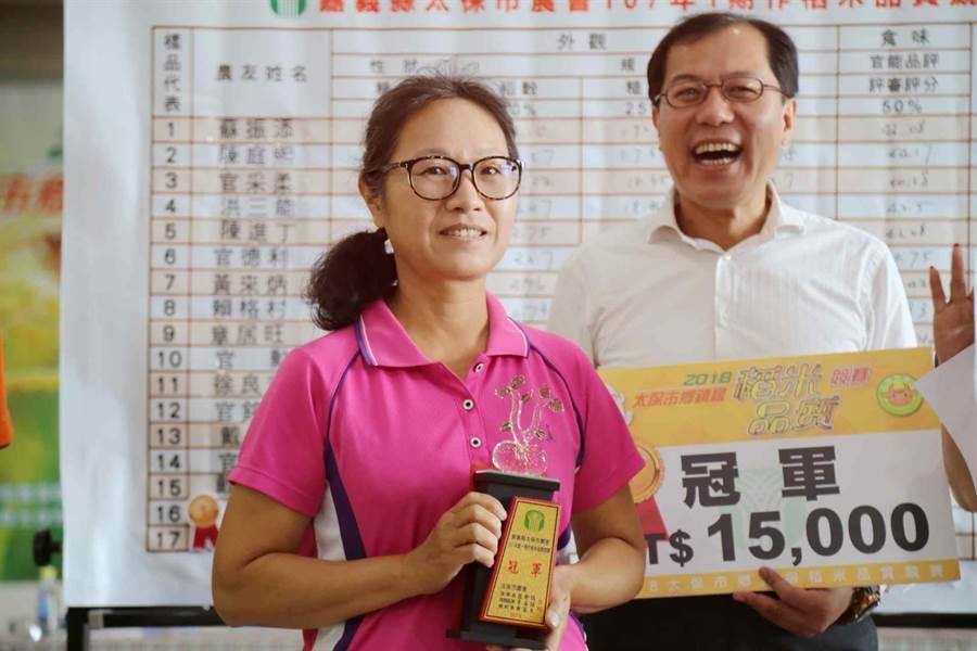 太保市農會舉辦「太保市稻米品質競賽」,從素人到投入農務生產僅5年資歷的洪秀儒拿下第一名。(呂妍庭攝)