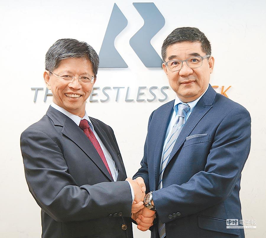 磐石保經董事長陳照(右)和台大保經董事長陳亦純(左)強強聯手,共創未來。圖/業者提供