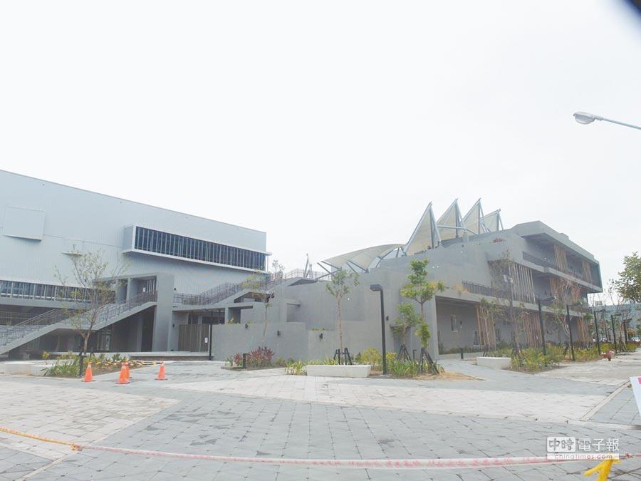 台南市永華國民運動中心即將試營運,但不少民眾認為,收費標準對運動頻率高的市民較不具吸引力。(洪榮志攝)