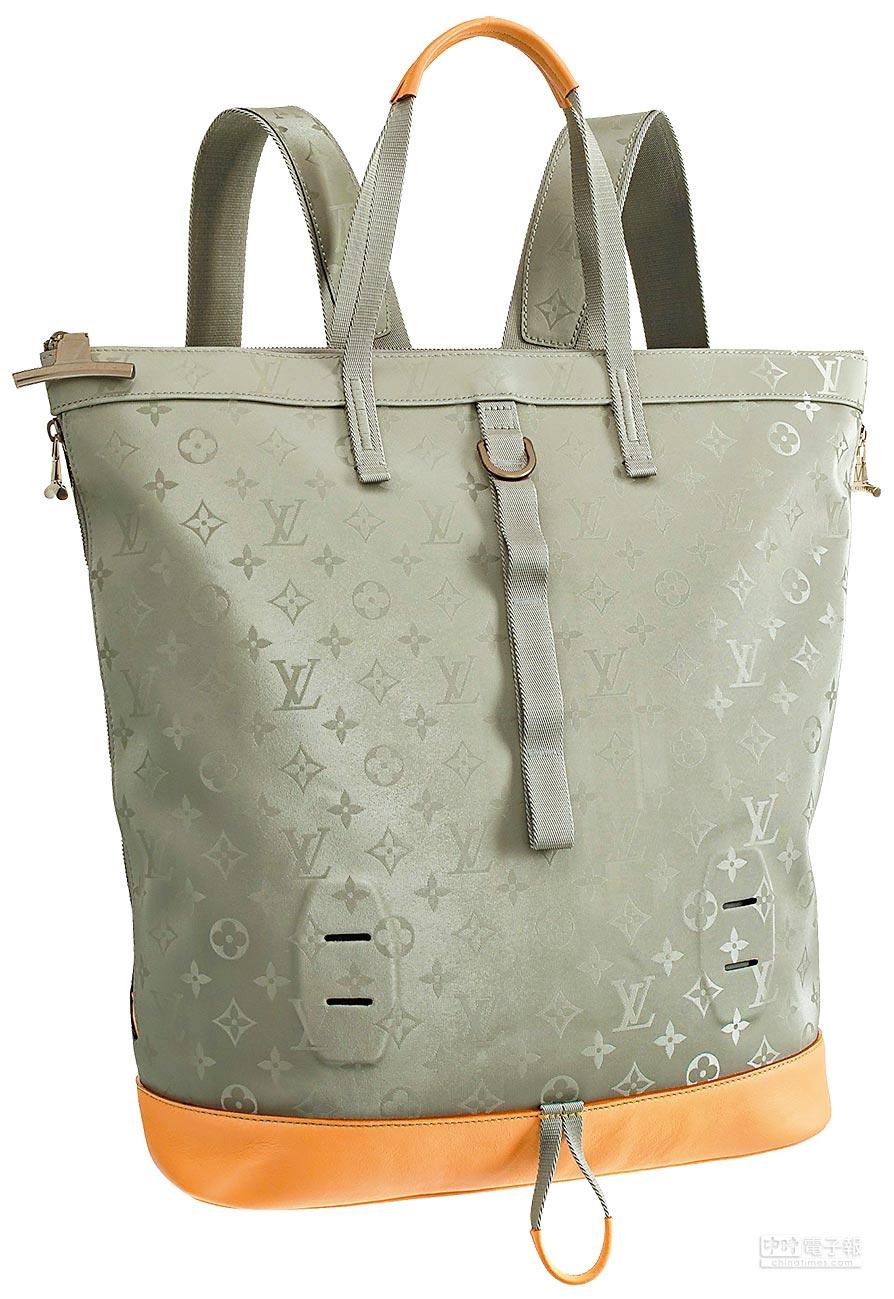 LOUIS VUITTON Monogram Titanium帆布托特後背包,9萬6000元。(LV提供)