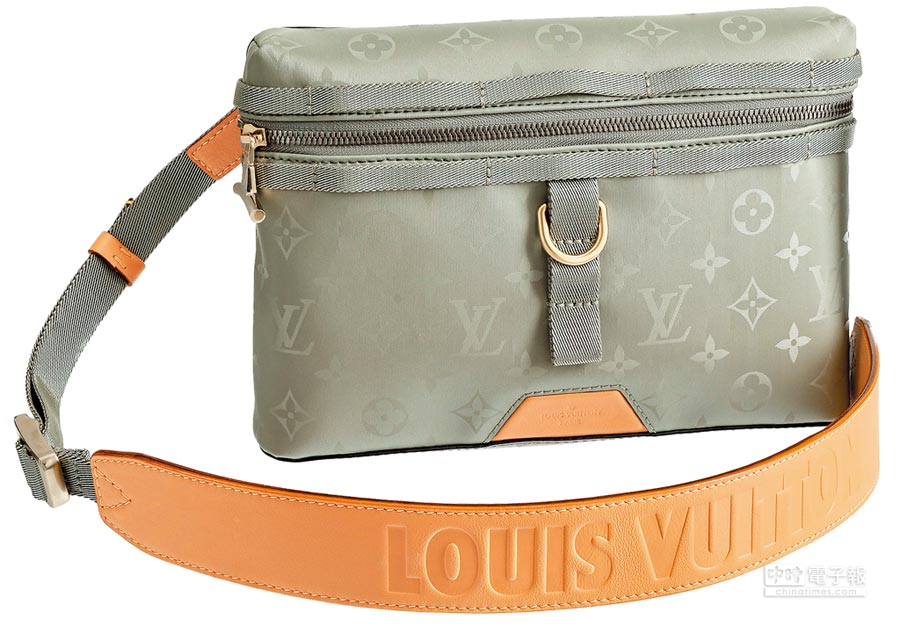 LOUIS VUITTON Monogram Titanium帆布郵差包,6萬4500元。(LV提供)