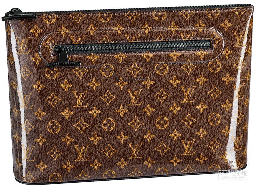 LOUIS VUITTON Monogram Glaze亮面帆布Cosmos手拿包,3萬9800元。(LV提供)