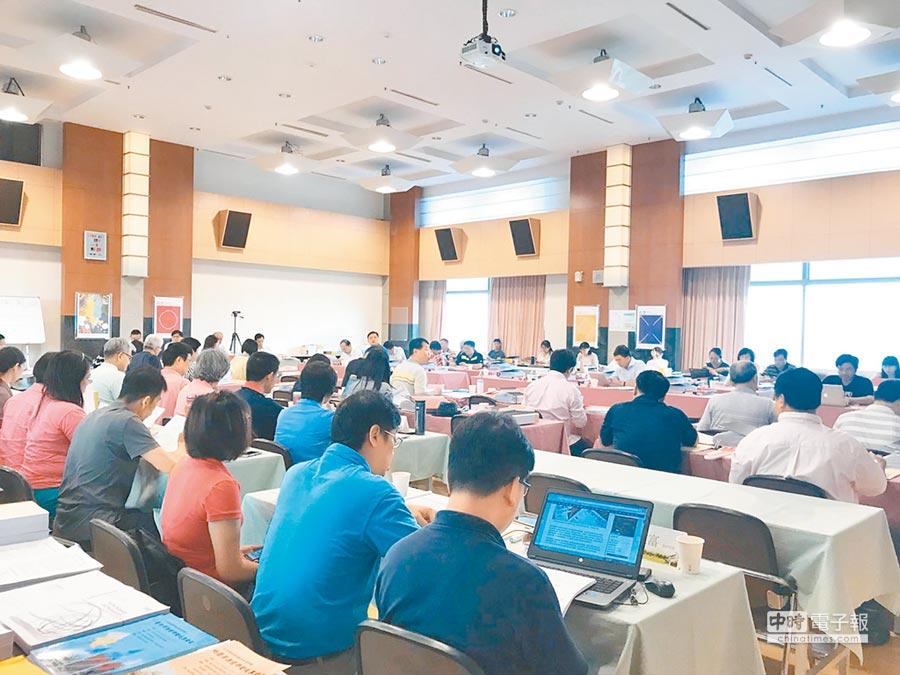 12年國教課審大會11日起一連3天審議社會領域課綱,13日通過中國史併入東亞史。(教育部提供,本報資料照片)