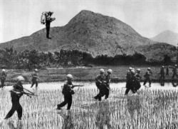 美軍曾研發揹著火箭背包的「飛行士兵」