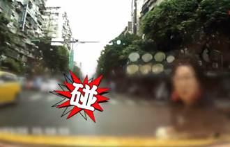 整條馬路都是我的!行人無視紅綠燈肉身衝撞