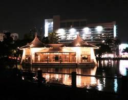 七夕約會新亮點 台中公園夜間湖中宮殿超浪漫