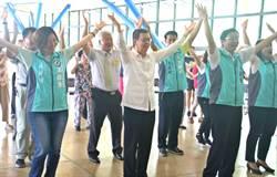 副總統陳建仁訪長照樂齡館、有機農業與將盈餘30%回饋社會的愛心企業