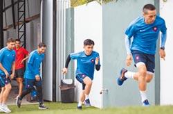 隻身闖巴拉圭 踢進職業足聯