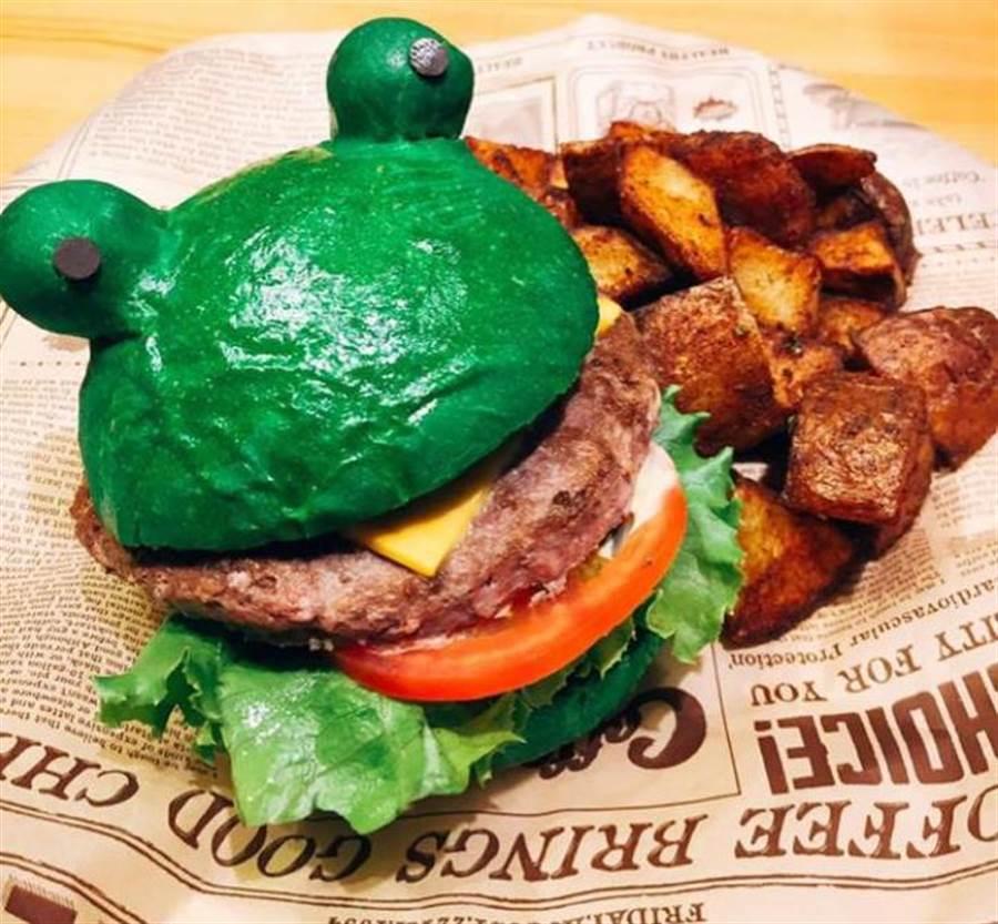 好堡實驗室的呱呱堡,造型就像旅行青蛙,深受年輕人喜愛。(甘嘉雯翻攝)