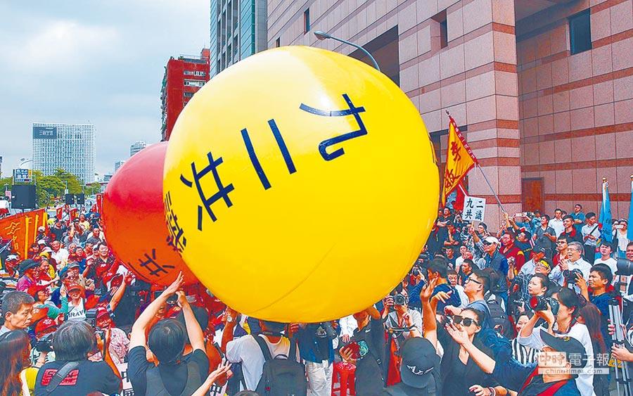 85度C遭陸網友抵制,緊急發出聲明支持「九二共識」。圖為支持九二共識民眾發起遊行活動。(本報系資料照片)