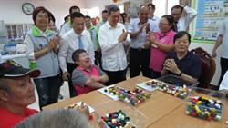 陳建仁到二林關心老人、探訪引藻生物科技