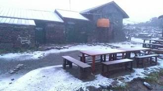 天有異象!北海道8月誇張下初雪 44年頭一遭
