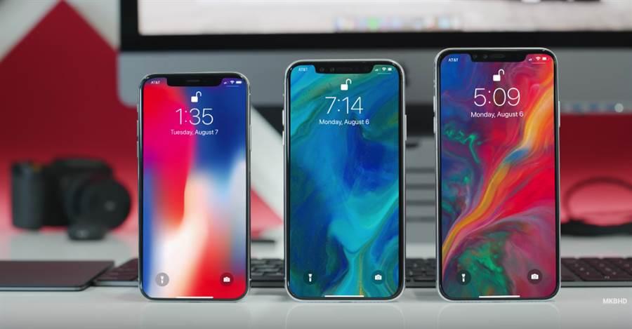 5.8吋iPhone X與6.1吋、6.5吋新iPhone模型機對比。(圖/翻攝YouTube MKBHD頻道)