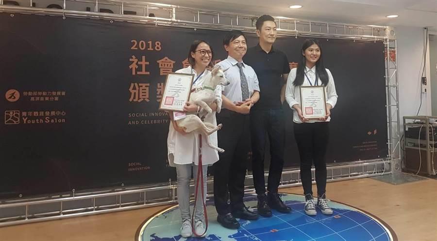 「台灣心輔犬培育團隊」與「銀蘆筍─銀髮長輩的幸福蘆筍」,獲得佳作獎。 (劉宥廷攝)