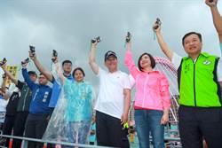 大坑情人橋馬拉松6000人冒雨開跑