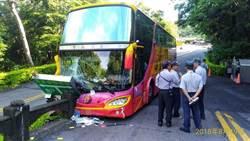 九華山進香團遊覽車自撞護欄 8名乘客送醫