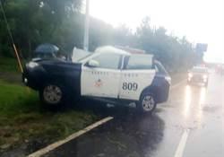 警車失控自撞電線桿 員警昏迷送醫