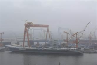 陸國產航母載殲-15雨中現身 近期將二次海試