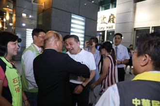 新北》出席驗光師公會活動 侯、蘇難得同框握手