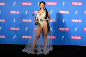 該邊性感正流行 妮姬米娜VMA紅毯危險顯露餡