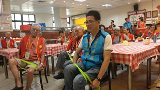 華山基金會為長輩送暖 謝立功盼照顧獨老