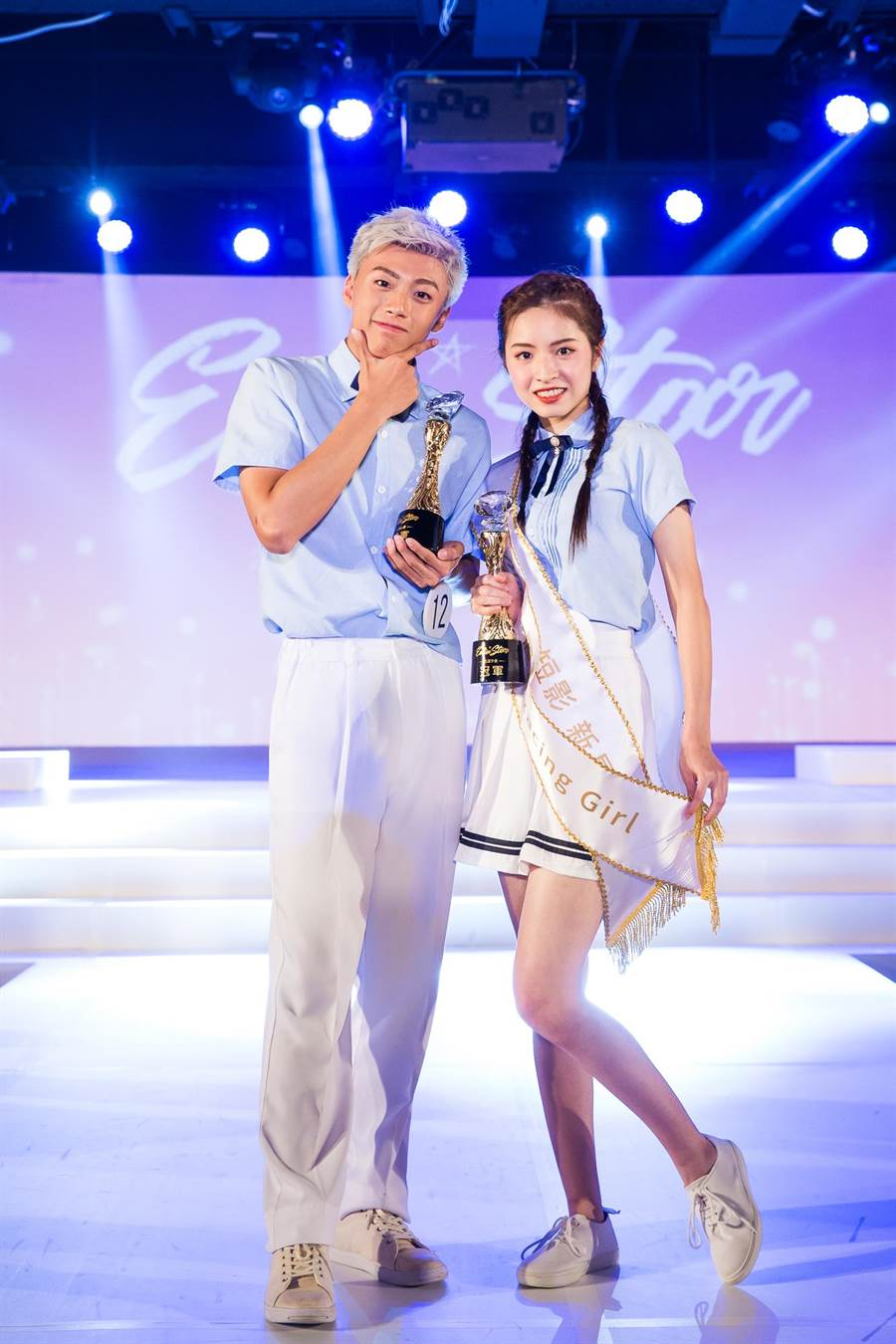 冠軍花漾少男組冠軍黃文廷(左)、少女組軍許婷汝合照。(伊林娛樂提供)