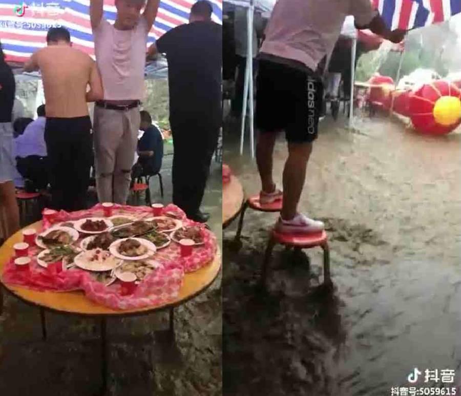 喜宴桌下有小河…網笑:這才是正港「流水席」(翻攝自台灣大型重機潛水聯盟FB)