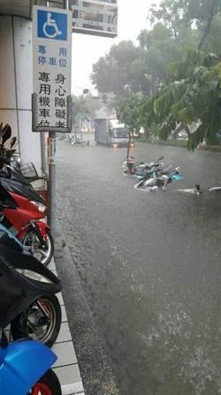 雨「炸」高屏、台南四處淹水 王威元怒批:治水預算花哪去?