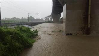 台鐵橋頭-岡山淹水 目前雙線暫不通