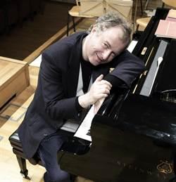 叱吒國際樂壇30餘年 鋼琴家席夫出門必帶御用調音師