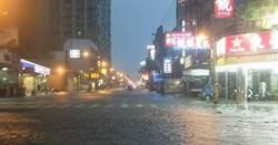 一覺醒來台南水鄉澤國 網傳安平運河一度溢堤
