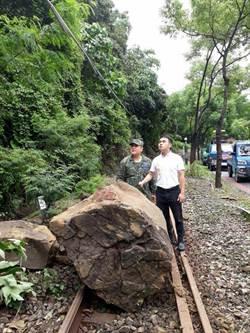 鐵道集集支線因落石交通中斷 預定24日晚間搶通